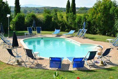 Magnifique ferme à Vinci avec piscine commune