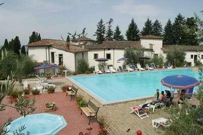 Maison de vacances moderne avec jacuzzi à Pelago
