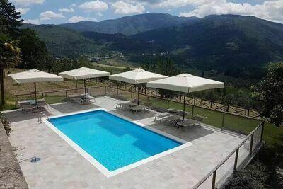 Maison de vacances confortable à Pelago avec piscine