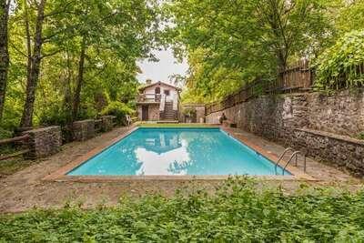 Maison de vacances d'époque avec piscine partagée