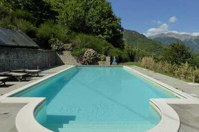 Chalet spacieux avec piscine à Cutigliano