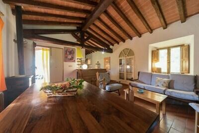 Maison de vacances paisible à San Marcello avec piscine et terrasse