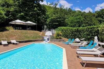 Villa luxueuse à Pistoia avec jacuzzi et piscine