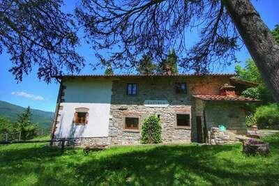 Ferme moderne à Ortignano en Italie avec piscine