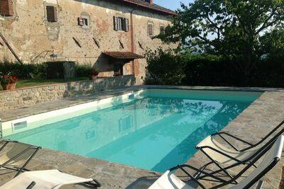 Maison royale avec piscine privée à Ortignano