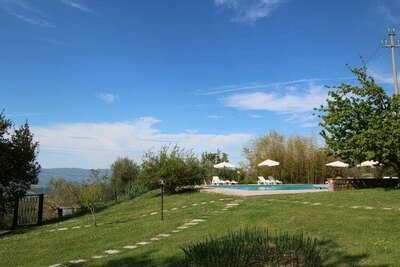 Ferme spacieuse avec piscine en Toscane