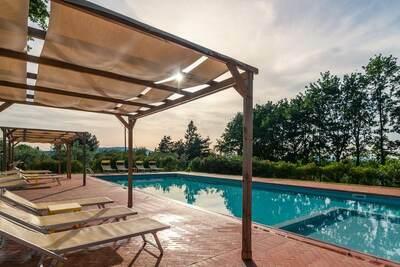 Demeure animée avec piscine partagée à Pian di Sco