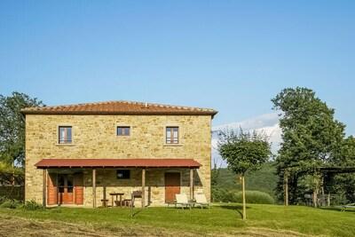 Grande maison de vacances avec vue sur colline à Anghiari