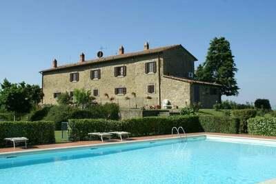 Maison de vacances spacieuse avec piscine située à Cortona