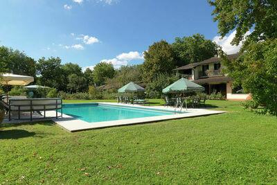Superbe villa à Badia Al Pino, avec piscine