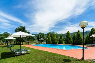 Belle ferme avec piscine près du lac en Toscane