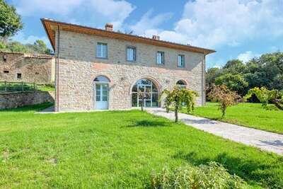 Villa spacieuse avec piscine à Castiglion Fiorentino Italie