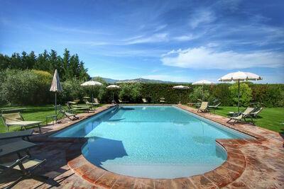Ferme paisible à Cortona avec piscine