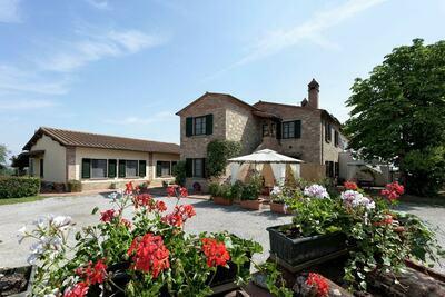 Maison de vacances moderne avec piscine, Foiano della Chiana