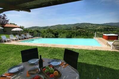 Luxueuse villa avec jacuzzi à Monte San Savino