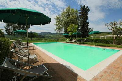 Somptueuse ferme à San Gimignano avec piscine
