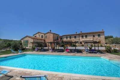 Boutique Farmhouse à Asciano avec piscine