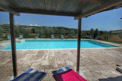 Ferme ancienne à Asciano avec piscine
