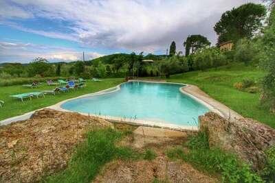 Villa traditionnelle à Montepulciano avec piscine