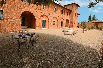 Belle ferme de vacances près de Montepulciano avec piscine