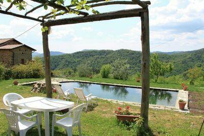 Maison de vacances confortable à Canossa près de la forêt