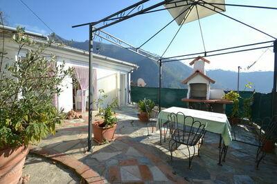 Maison de vacances moderne avec terrasse à Montignoso