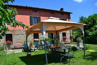 Confortable maison de vacances avec jardin privé en Toscane