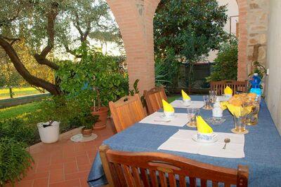 Exquise maison de campagne à Piano di Mommio avec jardin
