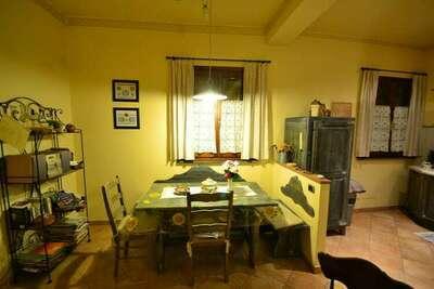 Maison de vacances confortable avec jacuzzi à Montopoli