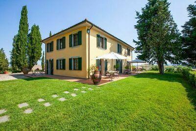 Belle maison de vacances avec piscine à Orciatico
