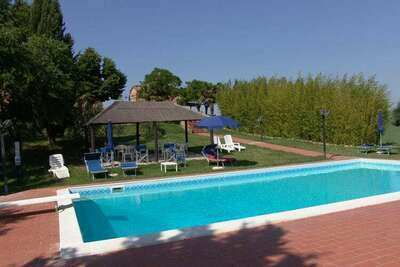 Maison de vacances confortable à Peccioli avec piscine