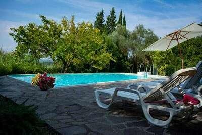 Appartement paisible à Ghizzano avec piscine