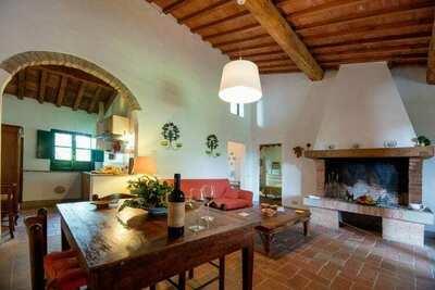 Ferme confortable à Ghizzano avec piscine privée