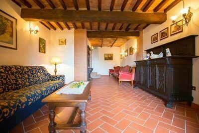 Maison de vacances ancienne à Canneto avec balcon