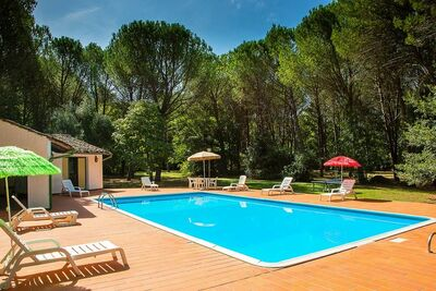 Superbe maison à Montecatini Val di Cecina, avec piscine