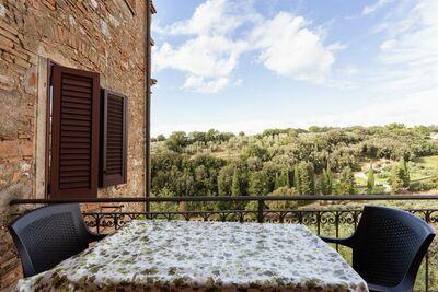 Maison de vacances confortable avec balcon à Bibbona
