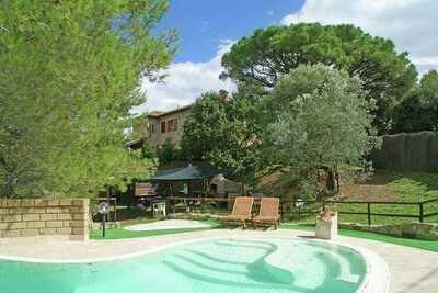 Villa confortable à Suvereto avec terrasses et aire de jeux
