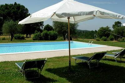Ferme traditionnelle à Sorano avec piscine