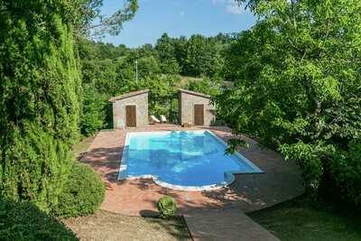 Villa somptueuse à Santa Fiora avec piscine
