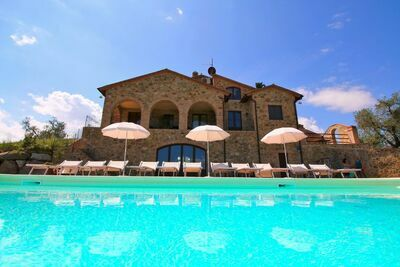 Maison de campagne confort avec piscine à Castel del Piano