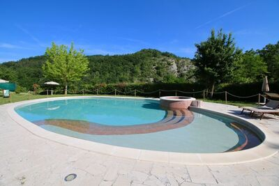 Demeure de vacances à Apecchio avec piscine