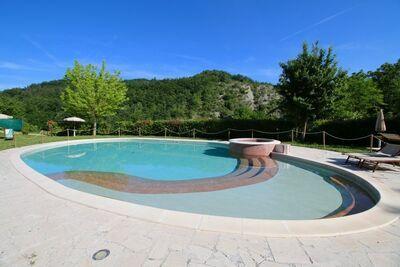 Belle demeure de charme à Apecchio avec piscine