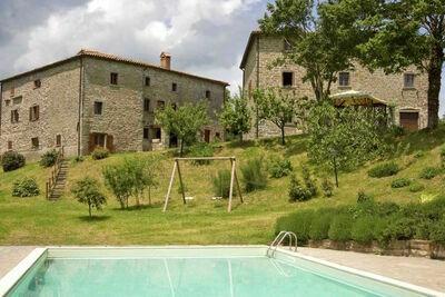 Ferme rustique à Apecchio avec piscine