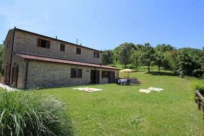 Chaleureuse demeure à Apecchio avec piscine