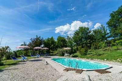 Belle maison de vacances près de Cagli avec piscine