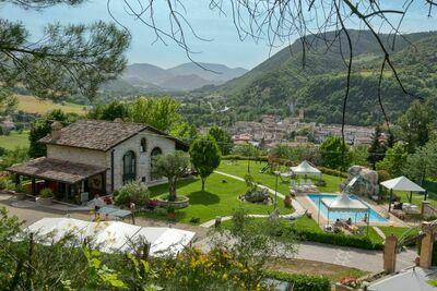 Maison de vacances moderne et relaxante à Cagli avec sauna