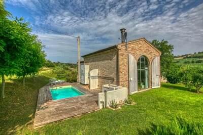 Belle maison de vacances avec piscine à Morrovalle