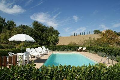 Maison de vacances de charme à Treia avec piscine