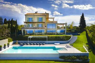 Villa de luxe à Civitanova Marche avec piscine privée