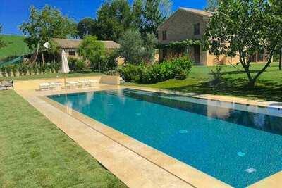 Villa élégante à Recanati avec une belle piscine privée